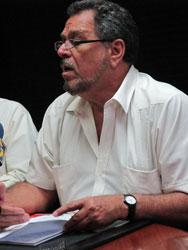 Víctor Márquez ganó <Br>elecciones de la APUCV